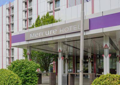 Mercure Hotel Stuttgart Sindelfingen an der Messe Hoteleingang / Hotel entrance